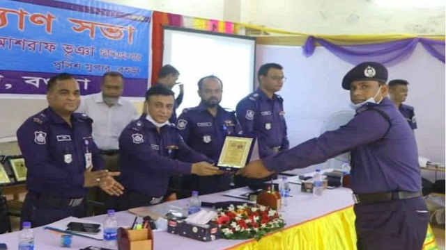 আদমদীঘি থানার ওসি (তদন্ত) সানোয়ার হোসেনকে শ্রেষ্ঠ ওসি'র সম্মাননা প্রদান