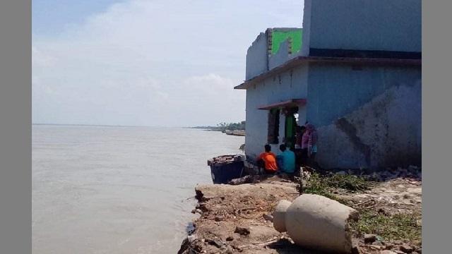 ছবি: নদী ভাঙ্গন