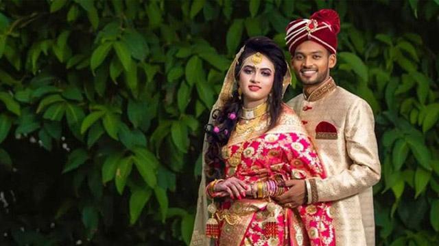 ছবি: স্ত্রী সাবরিনার সঙ্গে নাজমুল