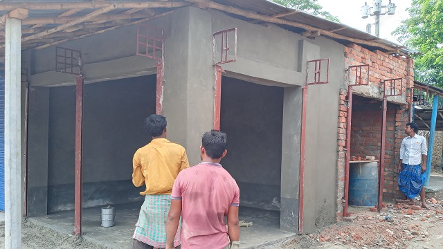 রাণীনগরে হাটের জায়গায় পাকা ঘর নির্মাণ