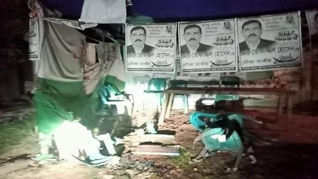 দুর্গাপুরে নৌকার নির্বাচনী অফিসে আগুন দিয়েছে দূর্বৃত্তরা, থানায় অভিযোগ